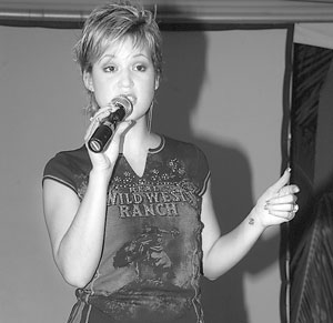 Tami Chynn signs with Universal